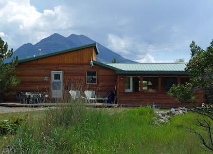 Peaceful 2BR Emigrant Cabin - Pray - Hytte