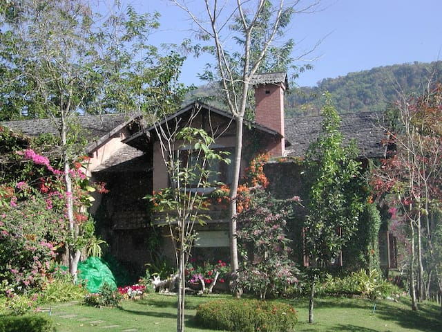 Baanpong Chiangmai - The Mountain Of Love - Chiang Mai - House