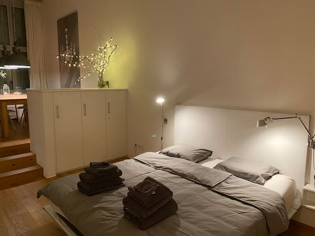 Very comfortable king size bed, with several pillows to choose from