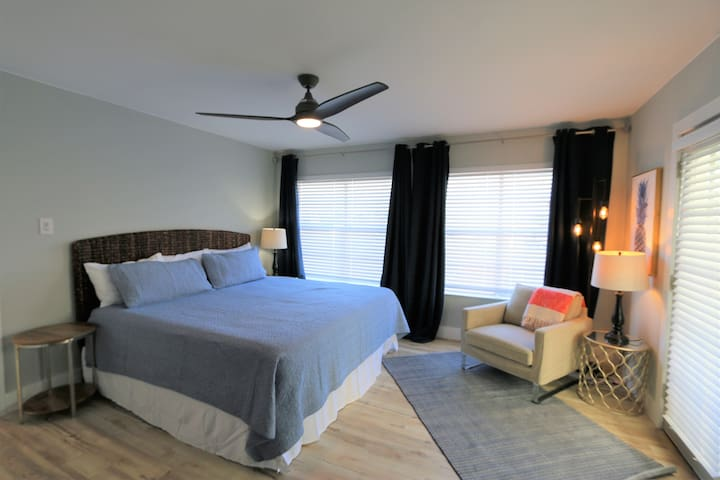 King bedroom with super-comfy new memory foam mattress. TV with Dish & Netflix