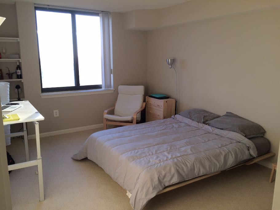Great 1 bedroom with queen size bed and a lot of space