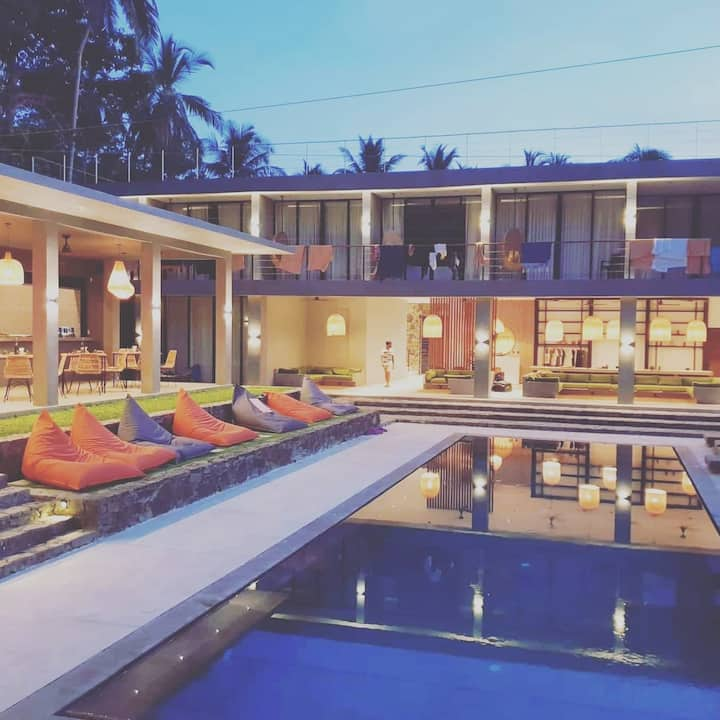 DELUXE SHARED ROOM -Yoga & Surf Retreat HIRIKETIYA