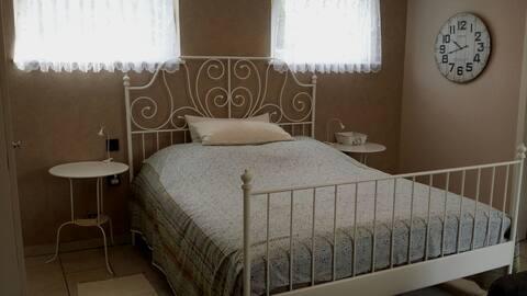 Charmante kleine Wohnung / Bad, Küche, Schlafraum