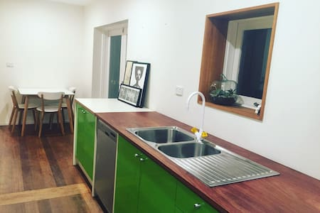 The little house with lots - 1 br in Yarraville - Yarraville