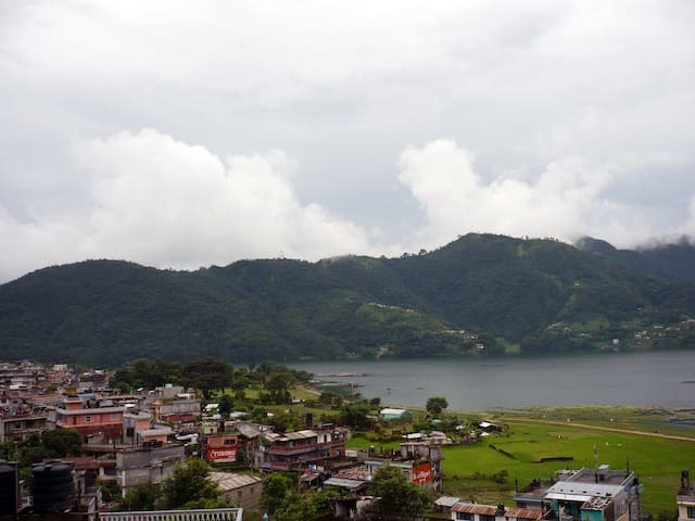 Apartment with top terrace and large lake view - Pokhara - Apartamento