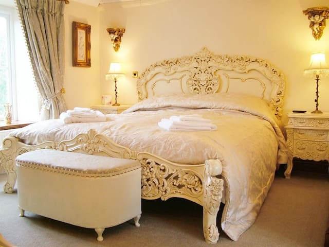 Luxury Double Room with ensuite with jacuzzi bath