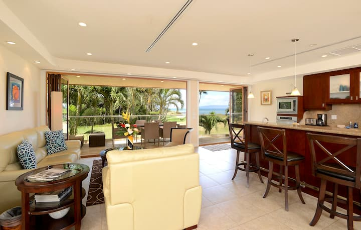 Luxury Oceanfront Townhouse, Steps to Beach, Close to Golf & Restaurants