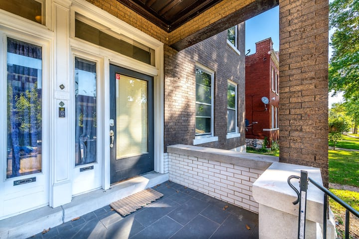 Comfortably Elegant 2bd/1.5ba & Centrally located.