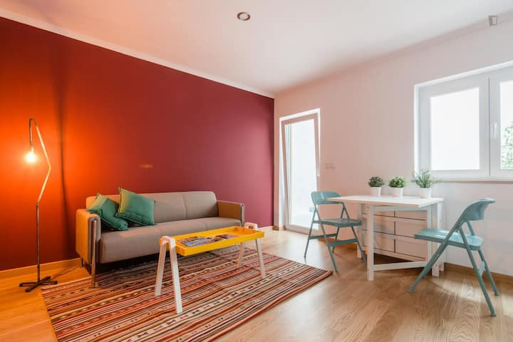 Charming Red 2 Bedroom Apartment Intendente