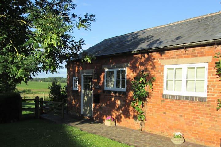 Modern 2 bedroom barn conversion in Edingale