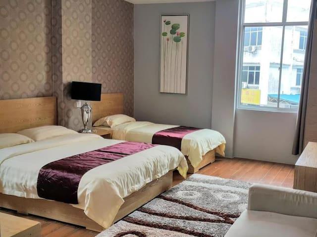 Residence 21 Boutique Inn (Family Room)