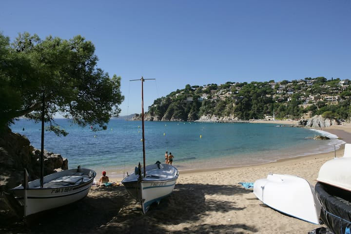 BEACH 5 MIN WALK, COSTA BRAVA, NATURE & PEACE
