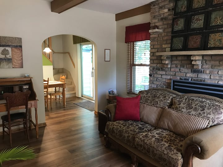 Century Cottage –Perfect for Mayo & Downtown