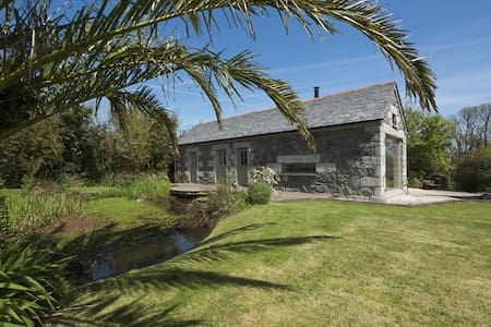 MARBLES, stunning barn, near sea, nr Porthallow