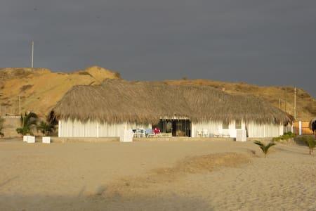Hermosa casa frente al mar en Punta Sal - Punta Sal