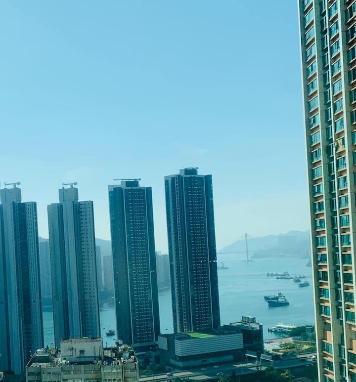海景2房優閒住所 (荃灣西)  寧靜舒適環境  步行10分鐘內可到達西鐵站、商場及街市。