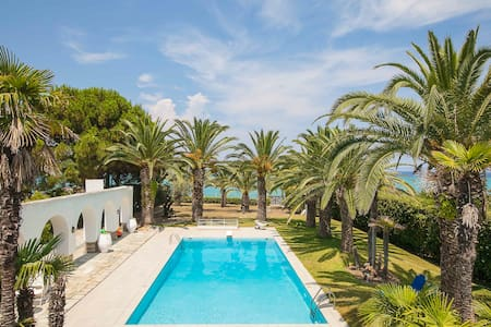 SeaPalm Villa: SeaWater Pool,Beachfront,Luxurious - Chaniotis - Villa