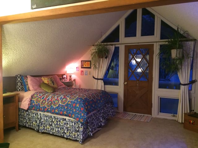 Redstone Play Chalet Bedroom 2 (sleeps 4, 2Q) - Redstone