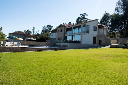 CASA DE FÉRIAS - Vila Verde - House