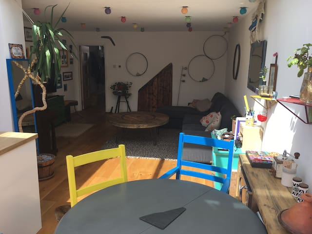 Cosy Furnished large bedroom in Central Bristol
