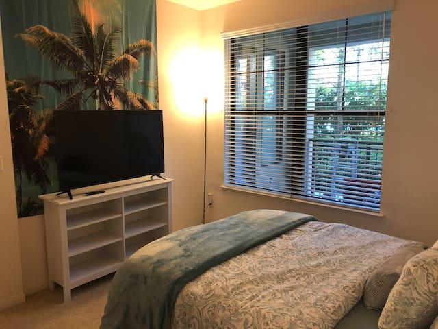 One Bedroom Resort Living- Walk to Irvine Spectrum