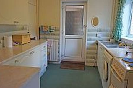 Double  bedroom  in the heart  of  Wales - Hengoed - House