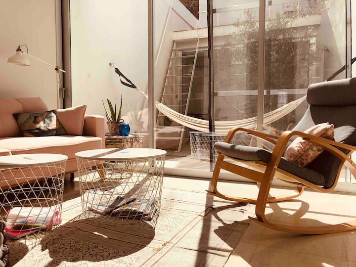 Beautiful loft with backyard close to the beach
