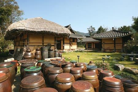 풍덕고택 사랑채, 외암마을의 한옥체험민박 - Songak-myeon, Asan-si - Rumah