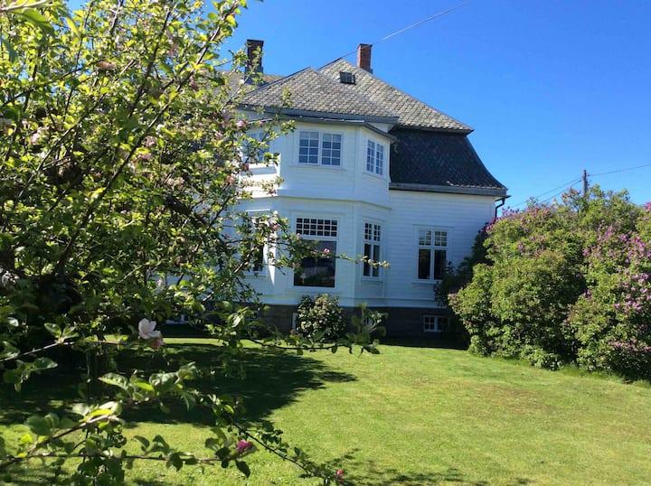 Fantastisk selvstendig leilighet i Villa Nilsen
