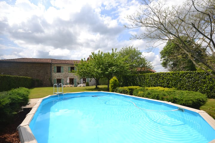 Spacious Gite - Private pool/Garden