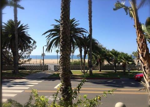 1/2 block to Beach -Santa Monica Modern Townhouse