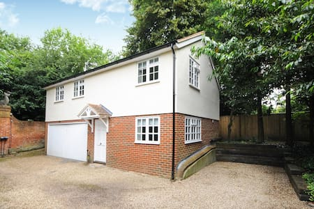 TWO BED COTTAGE ENGLEFIELD GREEN VILLAGE #TGH - Englefield Green - Rumah