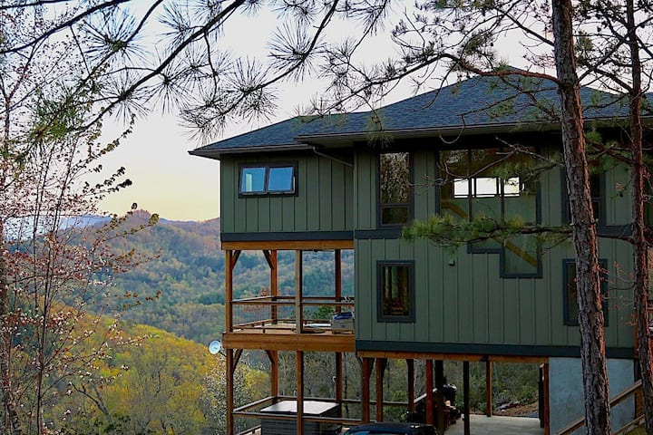 Watia View: STUNNING VIEWS, Hot Tub, Fire Pit, Hiking, Lake Access, WIFI