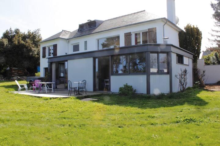 Chambre privée, belle maison, proche golf / plages