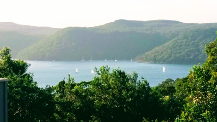 Serene Pittwater Views- Home & Away Stay Apartment