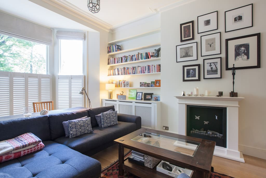 Large comfortable living room - high ceilings (3.5 meters), and a very comfortable sofa. Books in French, English and Dutch for you to borrow.