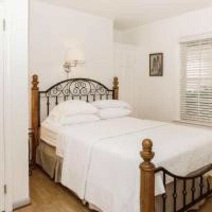 207 - Harriet's Room - James Buchanan Hotel