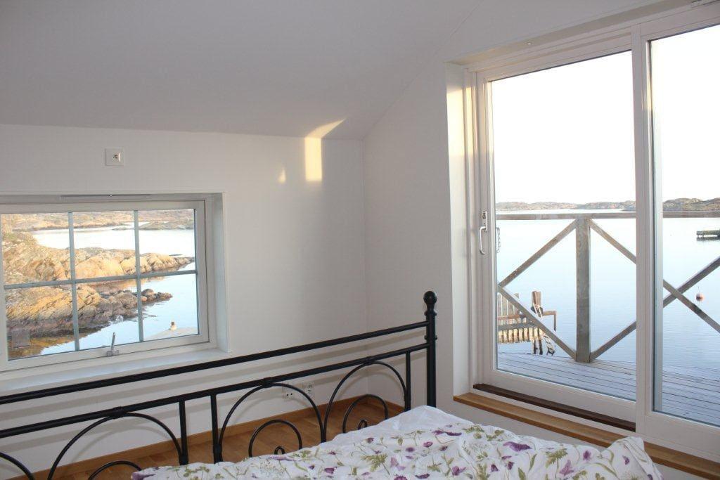 Ljuvlig utsikt med från sovrummet med balkong