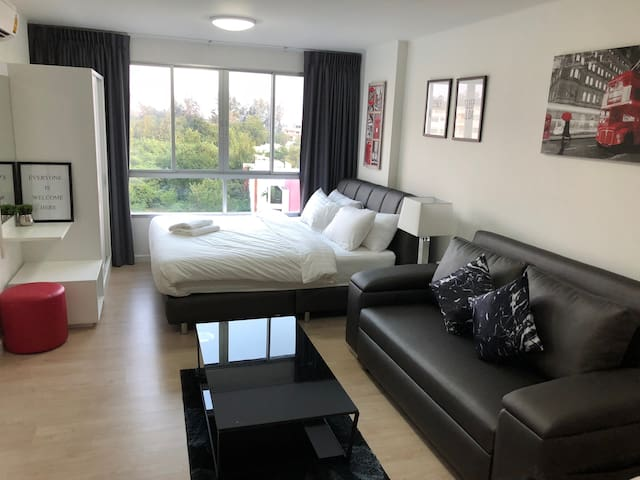 Seaview & New Room/Bed/Sofa 5mins walk to Beach