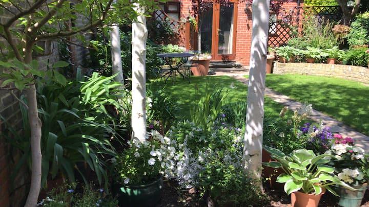 Studio Cottage with garden