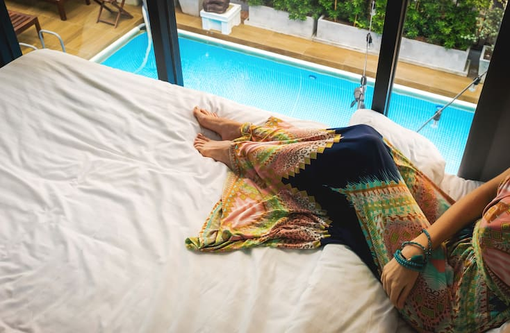 Big room,2 king bed with pool view,Free Breakfast