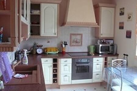 Belle chambre dans une Maison Solognote - Lamotte-Beuvron - House - 1
