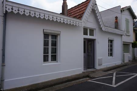 Villa bord de mer 50 m Plage et marché - Châtelaillon-Plage - Casa