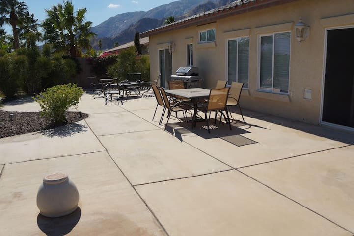 Mountain Breeze - Mountain Views, Community Pool, Close to Downtown
