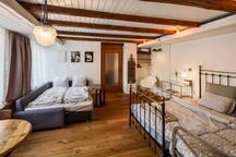 Room north with two single beds and one sleeping couch for two - Zimmer Nord mit zwei Einzelbetten und ein Bettsofa für zwei