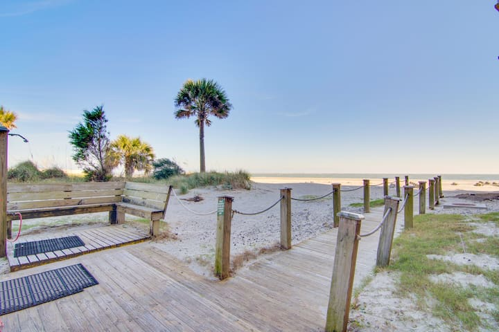 Second-floor, oceanfront end unit condo w/shared pool, hot tub, basketball court