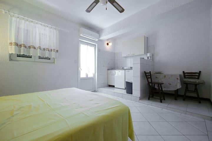 "Studio-apartment ""Sidro No.1"""