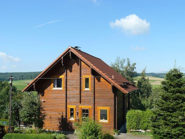 Ferienhaus Berg.erleben-Rhön (ganzes Haus o. Fewo) - Hilders - Talo