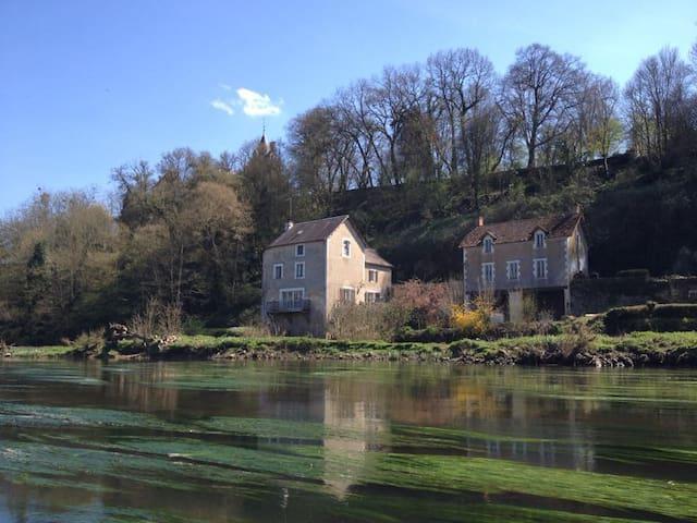 Ancien Moulin- chambre belle vue - Oulches - Gästhus