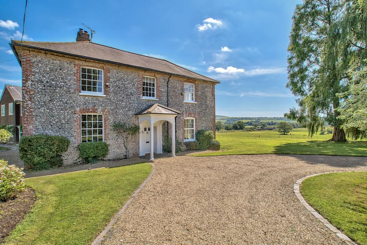 Sleeps 27 - Stunning Country House with Pool & Spa